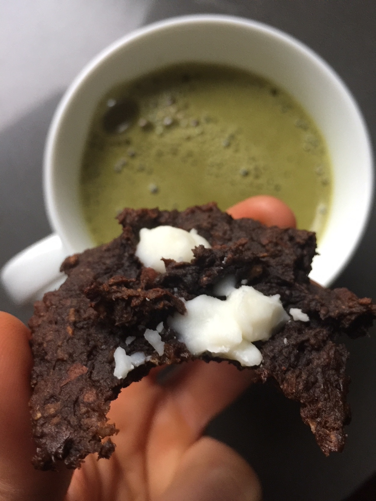 Gingerbread carob cookies with added coconut butter chunks (and a matcha!)... DROOL.