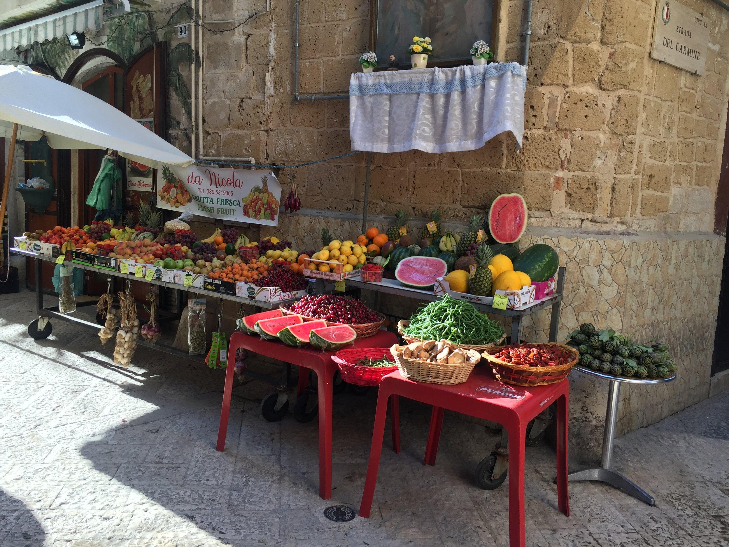 Da Nicola Frutta Fresca fruit and veggie shop near the main square in old Bari.