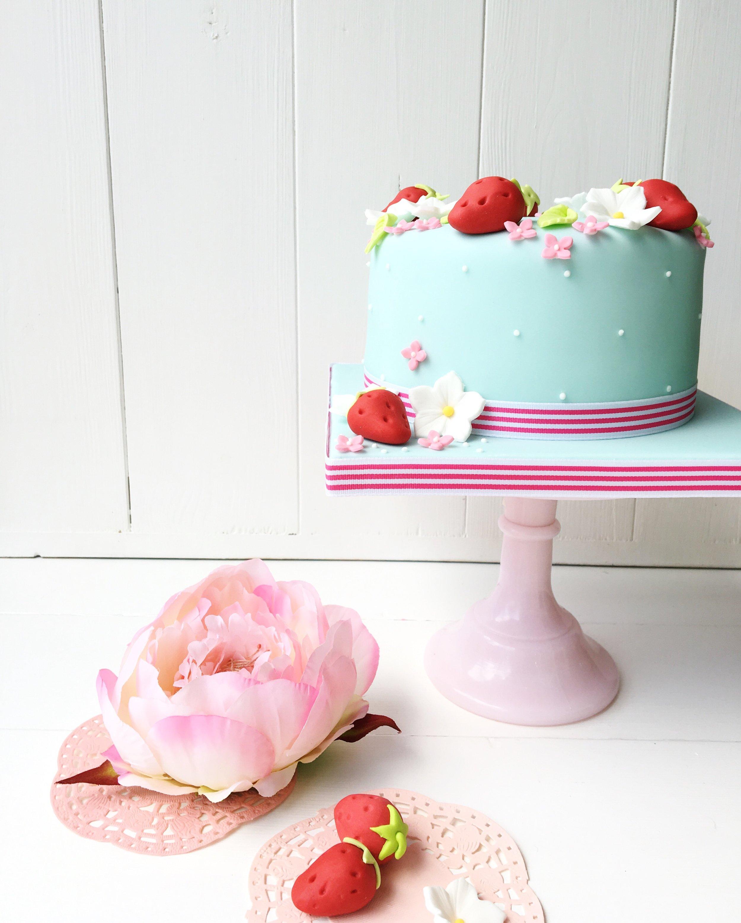 Beginners-cake_covering_2.jpg