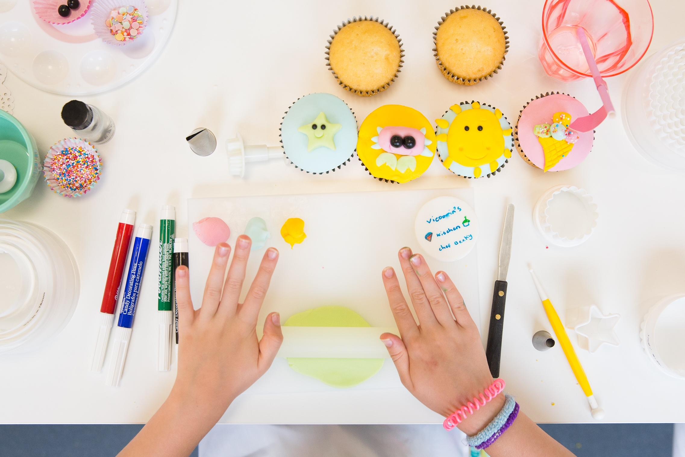 Victorias-Kitchen-Cupcake-decorating-party .JPG