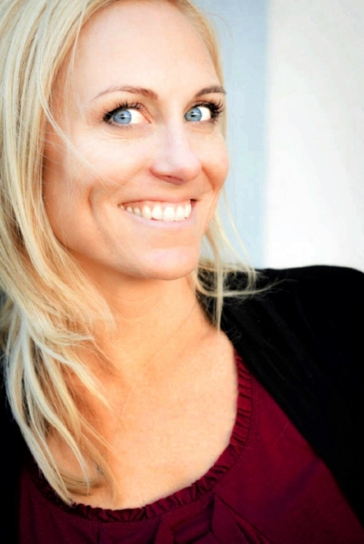 Christina Cunnison headshot 2.jpg
