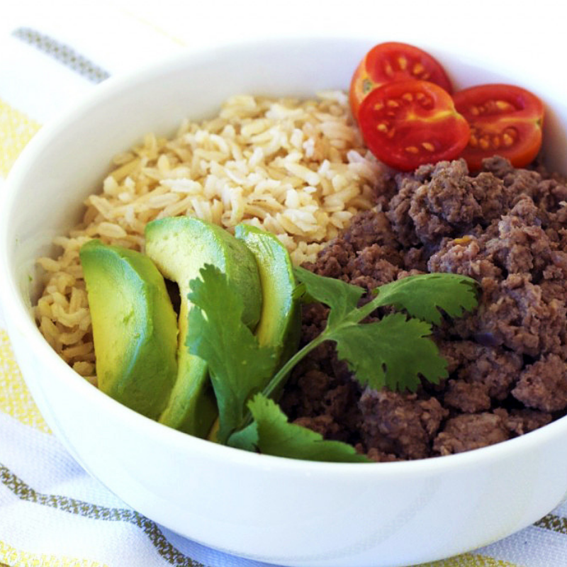 Beef Taco Bowl - Is there anything better than a simple recipe? We love the flavour of sautéed grass fed beef! Top off your bowl with avocado, rice, cilantro, tomato, and cheddar cheese. This recipe is perfect for on-the-go lunches, or as a light and easy dinner.Get the recipe>>