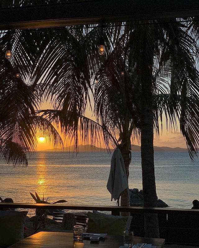 Magic hour at @cocomaya_virgingorda  We had an amazing lunch at Mad Dog! ♥️ www.ilovevirgingorda.com #VirginGorda #BVI #travel #Ilovevirgingorda #TheBaths #cocomaya #sunset #beachsunset