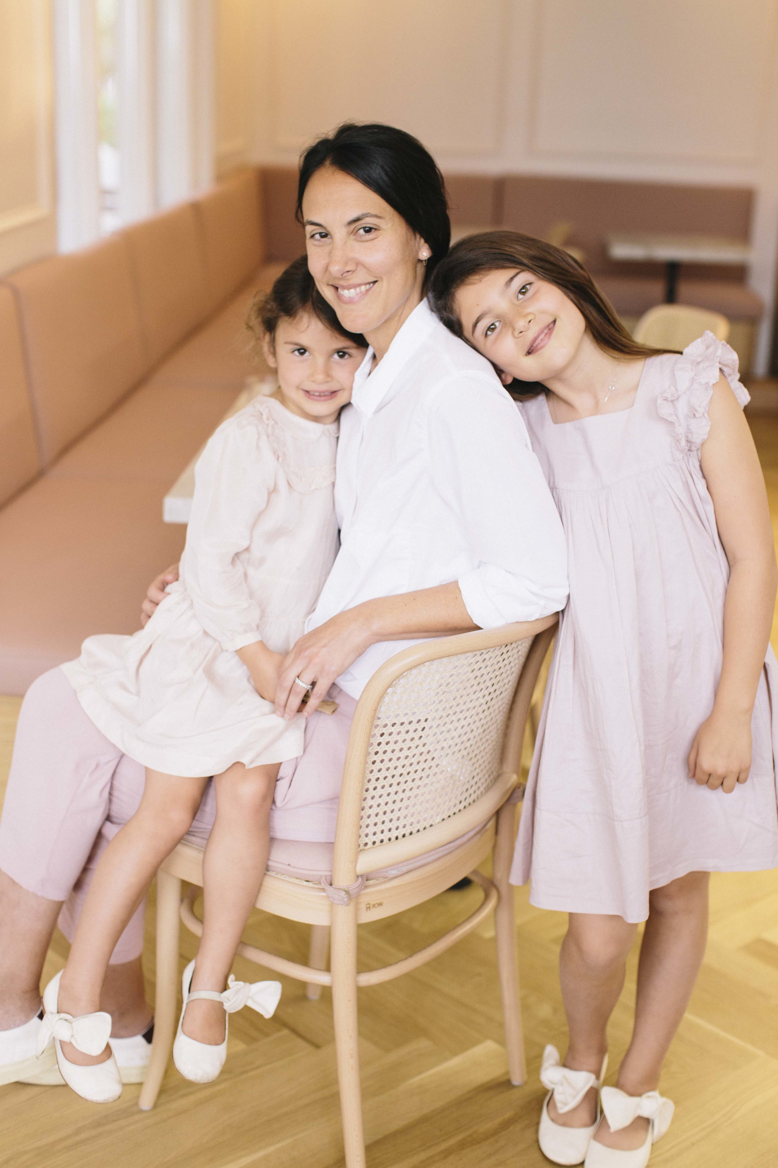 Elizabeth with daughters, Paloma and Celeste.