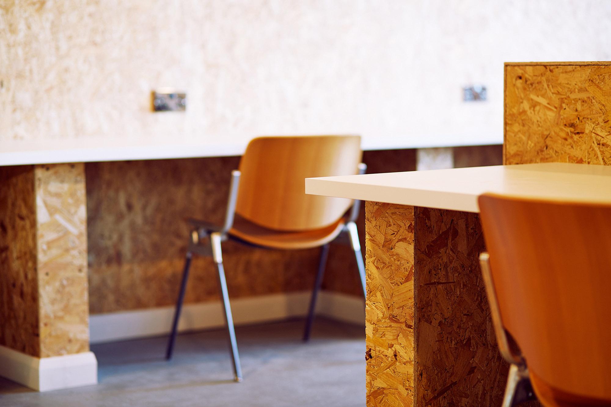 desk space glasgow hot desk.jpg