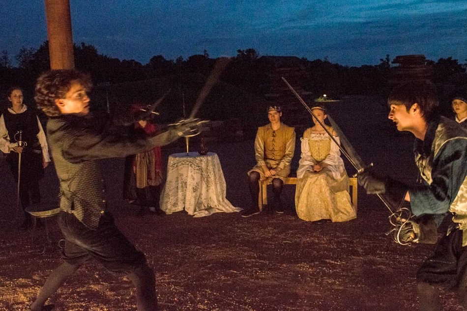 Hamlet-Liam-Sterling swords.jpg
