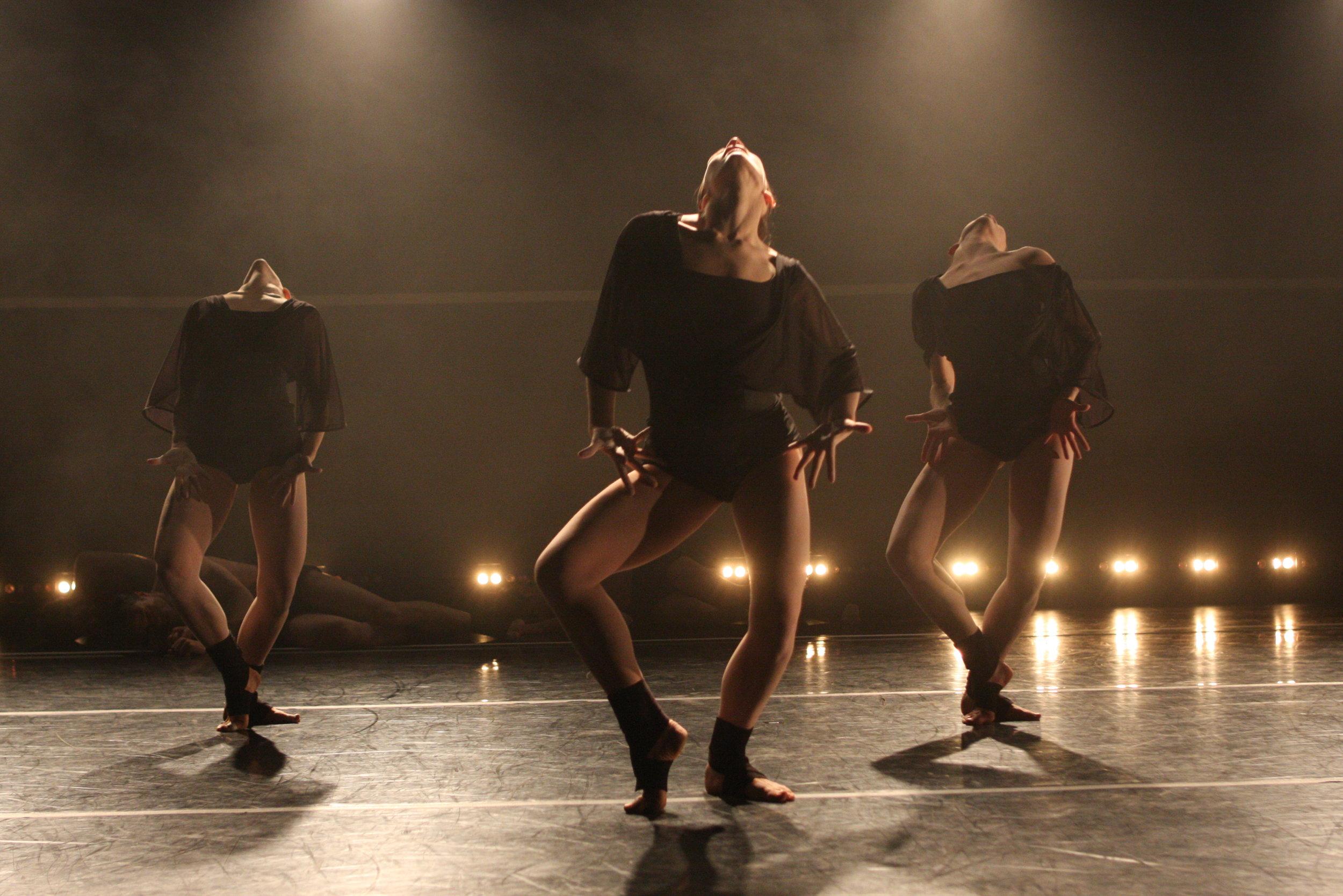 Gallim Dance, photo by Stephen Schreiber.