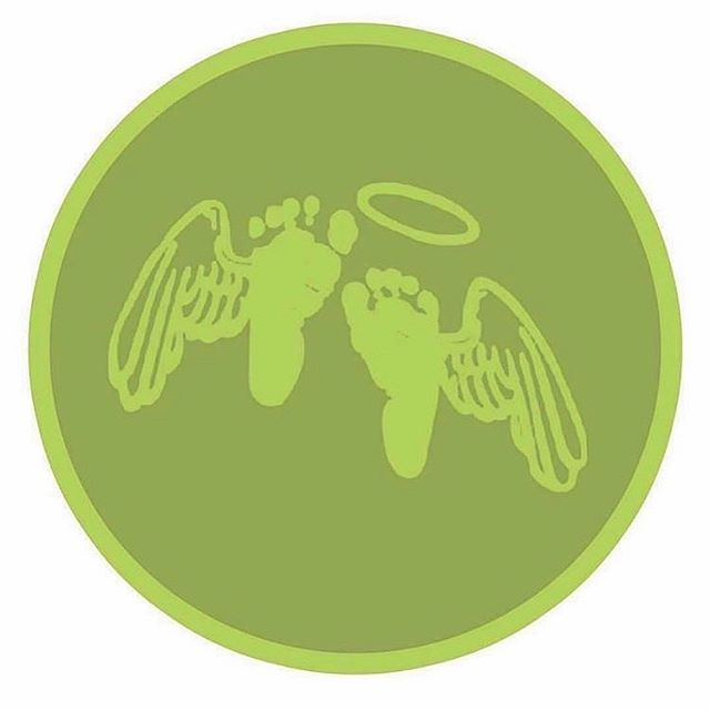 Family, one of our mamas needs us. When someone loses a special spirit we all feel it in our hearts.  This is our #batsignal. When you see this we ask that you light a candle and send some deep healing love into the universe. 💚 @birthfit  #community #specialspirit #miscarriage  #infantlossawareness #unitedinlove