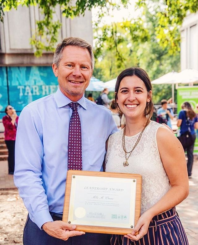 Congratulations to our sustainability co-chair, Allie, for winning the 2019 Three Zeros Environmental Initiative Leadership Award. Allie organized the Accelerating the Circular Economy conference last month and is also the president of @epsilonetaunc! Carolina Thrift is so proud of you Allie, keep up the good work! 🤩♻️🕺