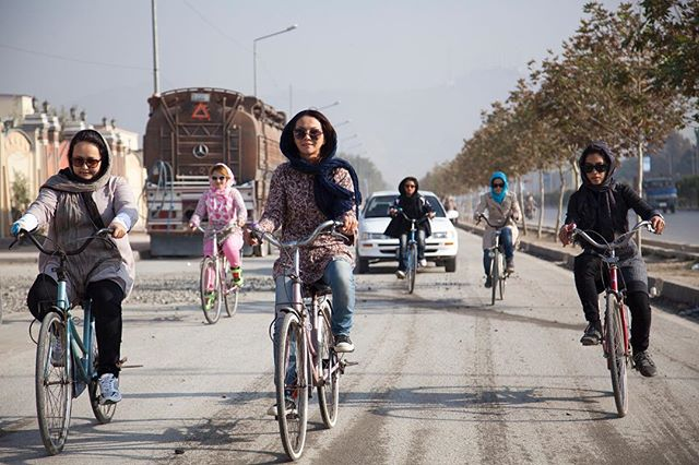 We're gearing up for a lot of grassroots screenings this fall. Want to join us? Head to afghancycles.com for more information on bringing Afghan Cycles to your community. 📷 @jennygnichols #afghancycles #womencycling #documentaryfilm #womensrights