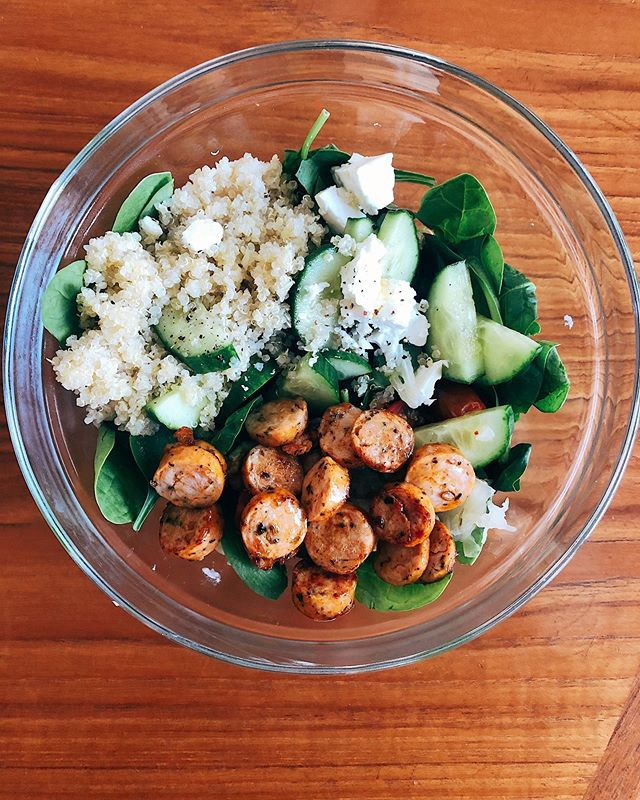 The best and easiest salad to whip together! So cheesy to say but eating well can be nutritious & delicious 😋 -spinach -cucumber -tomato -sauerkraut -walnuts -sheep's milk feta -organic chicken sausage -quinoa -s&p -extra virgin Greek olive oil