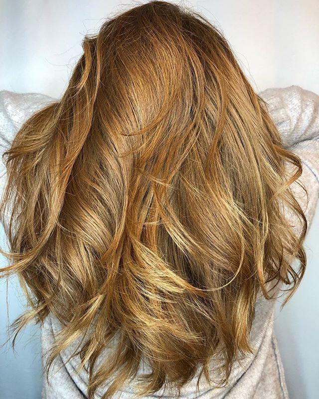 I just love gorgeous red and natural balayage!!🙌🙌 . . #sunlightsbalayage  @sunlightsbalayage @american_salon @behindthechair_com @modernsalon @salon_concepts  #behindthechair #btconeshot #btconeshot19_warmbalayage #btc #warmbalayage #balayage #redhead #redhair #gingerhair #minneapolishairstylist #minneapolissalon #lexiedoeshair