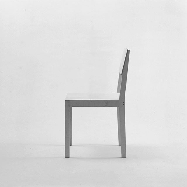 We often see furniture; that doesn't match to the environment, beautiful design but difficult to use, or look so alike to other brands. TANIT furniture is contrary to this furniture. わたしたちがよく目にする、周囲の環境に調和しない家具。 かたちはきれいだけど使いにくい家具。 どこかのブランドに似ているデザイン。 これらの対極に位置するのがTANIT(タニット)である。 #pmcpermanent #pmcfurniture #tanit #furnituredesign #furniture #germandesign #inselhombroich