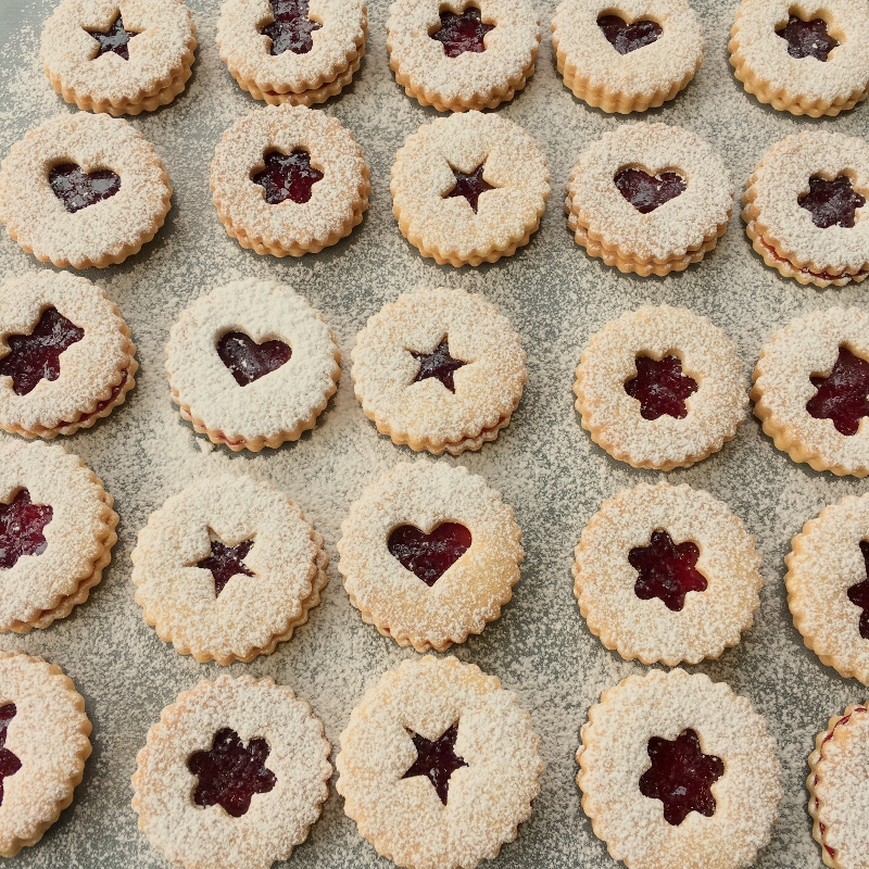 Create these edible stars filled with jam that the whole family can enjoy.