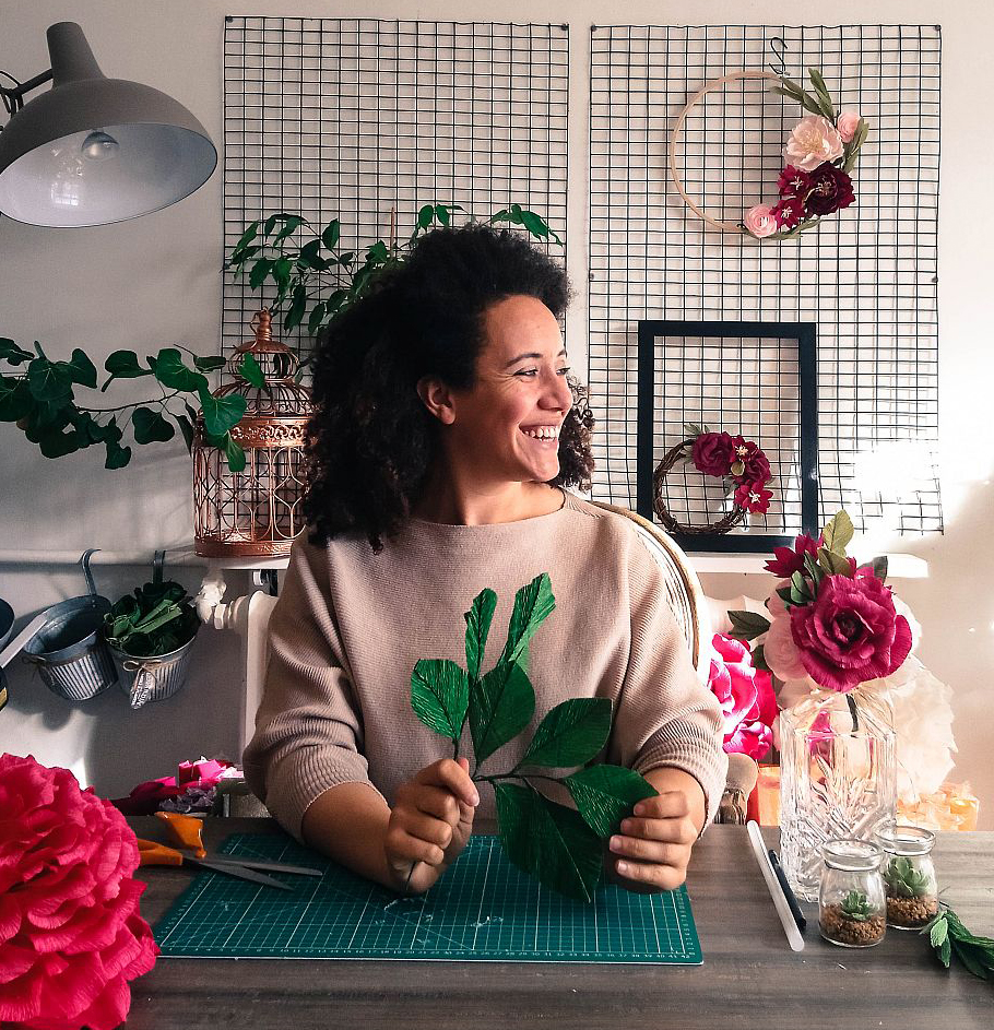 Bee Watson - Botanical artist specialising in the intricate creation of paper blooms.Return to workshopReturn to meet our Tutors