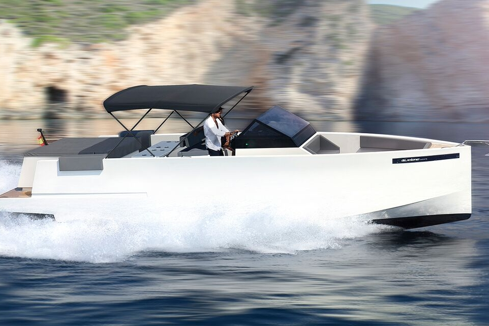 D33 - Capacity: 11 | From €1300