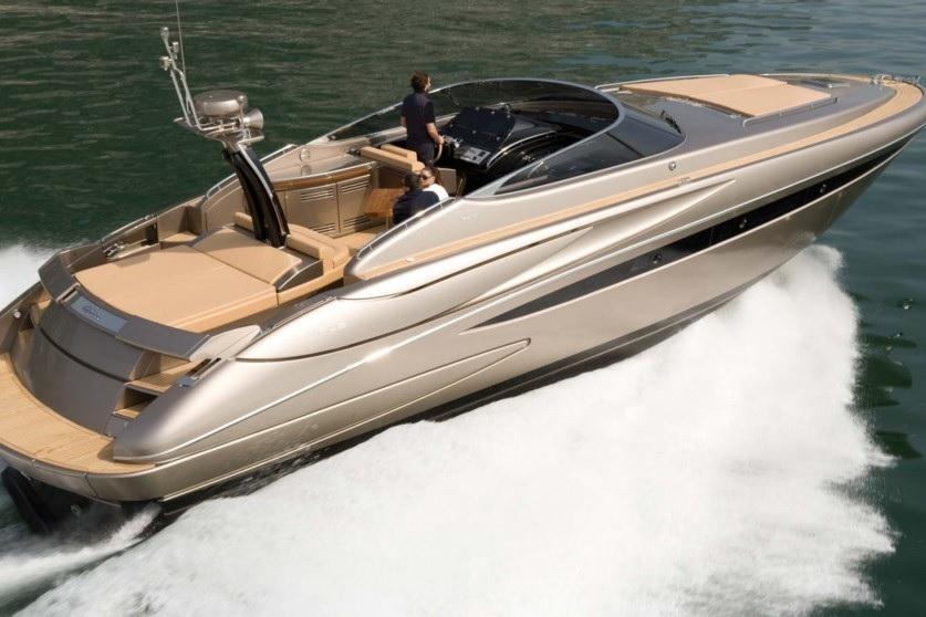 RIVA RIVALE 52 - Capacity: 9 | From €2500