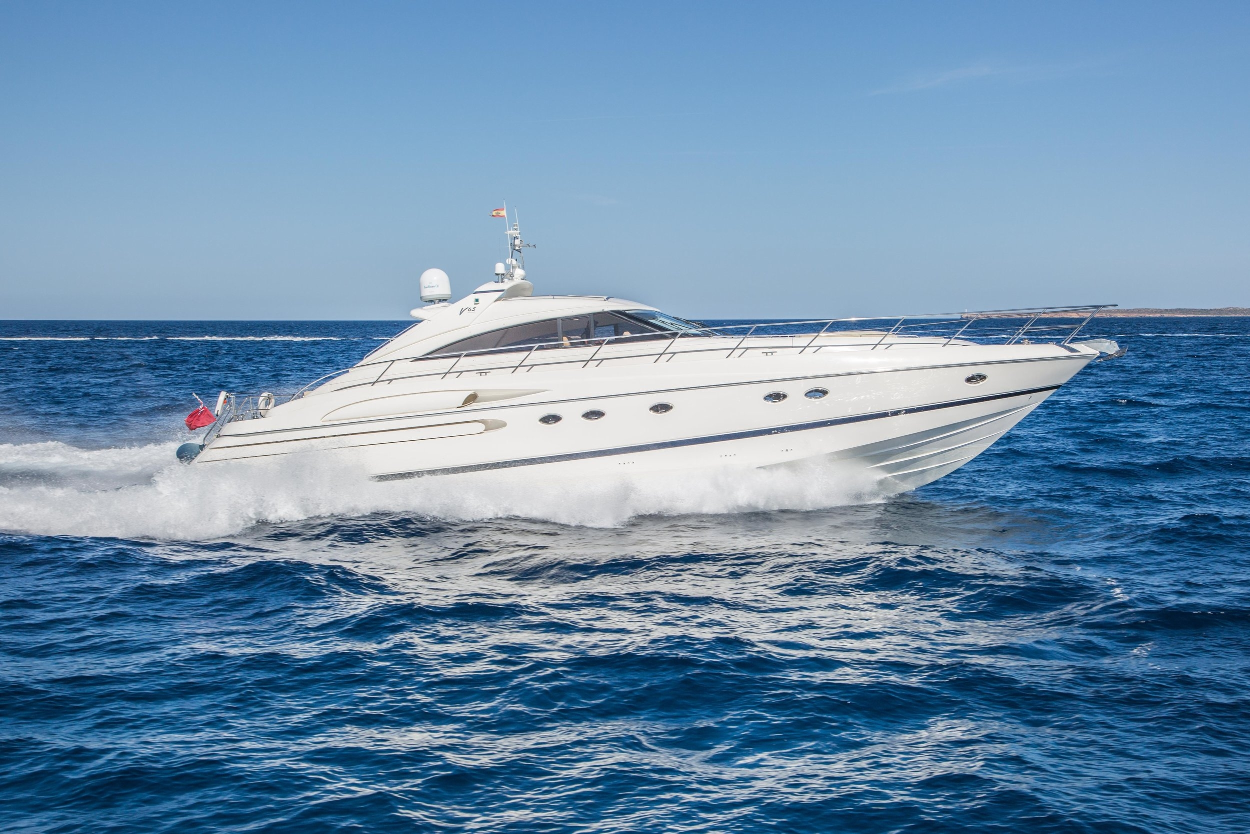 PRINCESS V65 - Capacity: 12 | From €3000