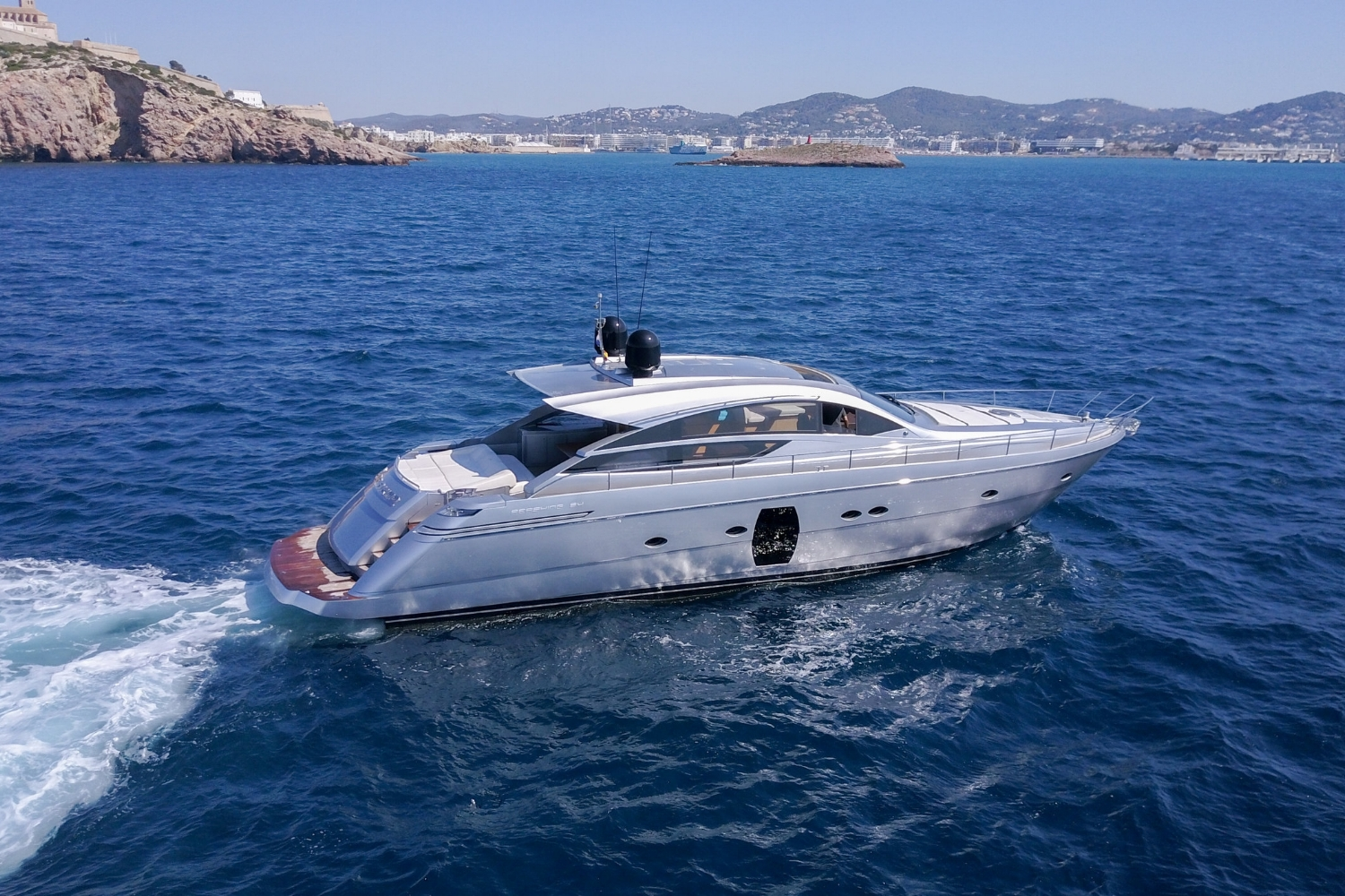 PERSHING 64 - Capacity: 10 | From €4800