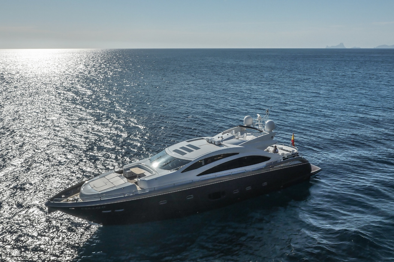 SUNSEEKER PREDATOR 84 - Capacity: 9 | From €6800