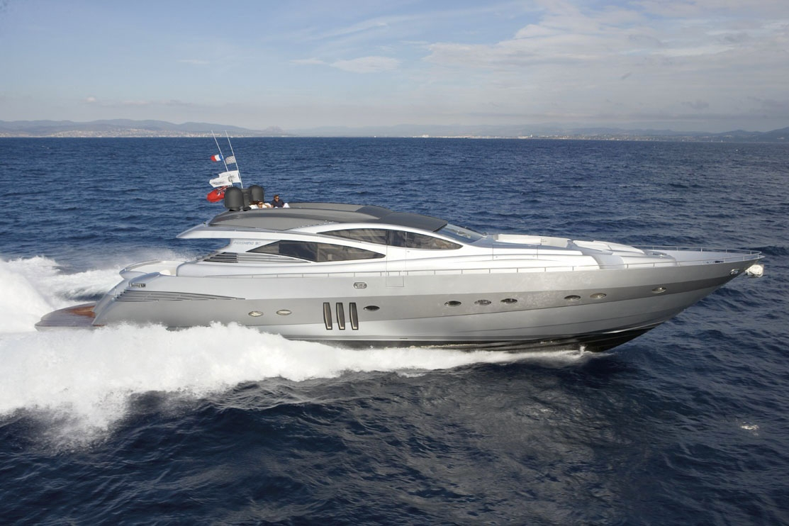 PERSHING 90 - Capacity: 12 | From €9500