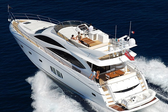 SUNSEEKER 70 - Capacity: 12 | From €5000