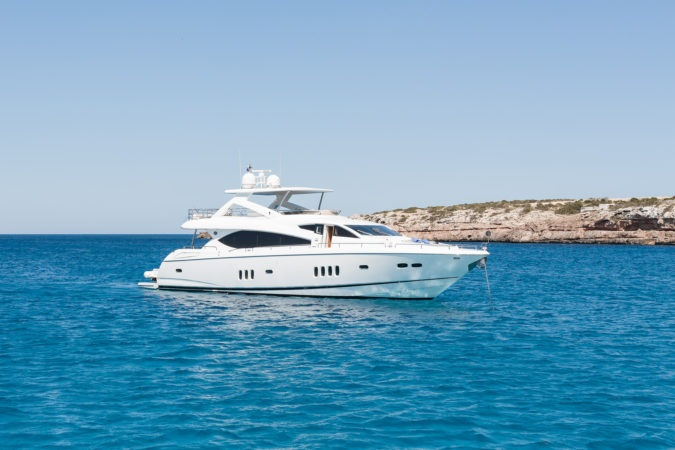 SUNSEEKER 88 - Capacity: 12 | From €6500