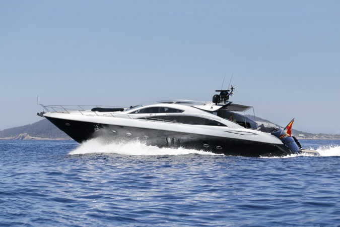 SUNSEEKER PREDATOR 82 - Capacity: 12 | From €5750