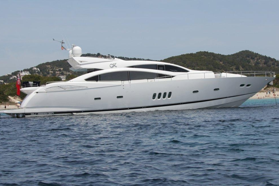 SUNSEEKER PREDATOR 92 - Capacity: 12 | From €8200