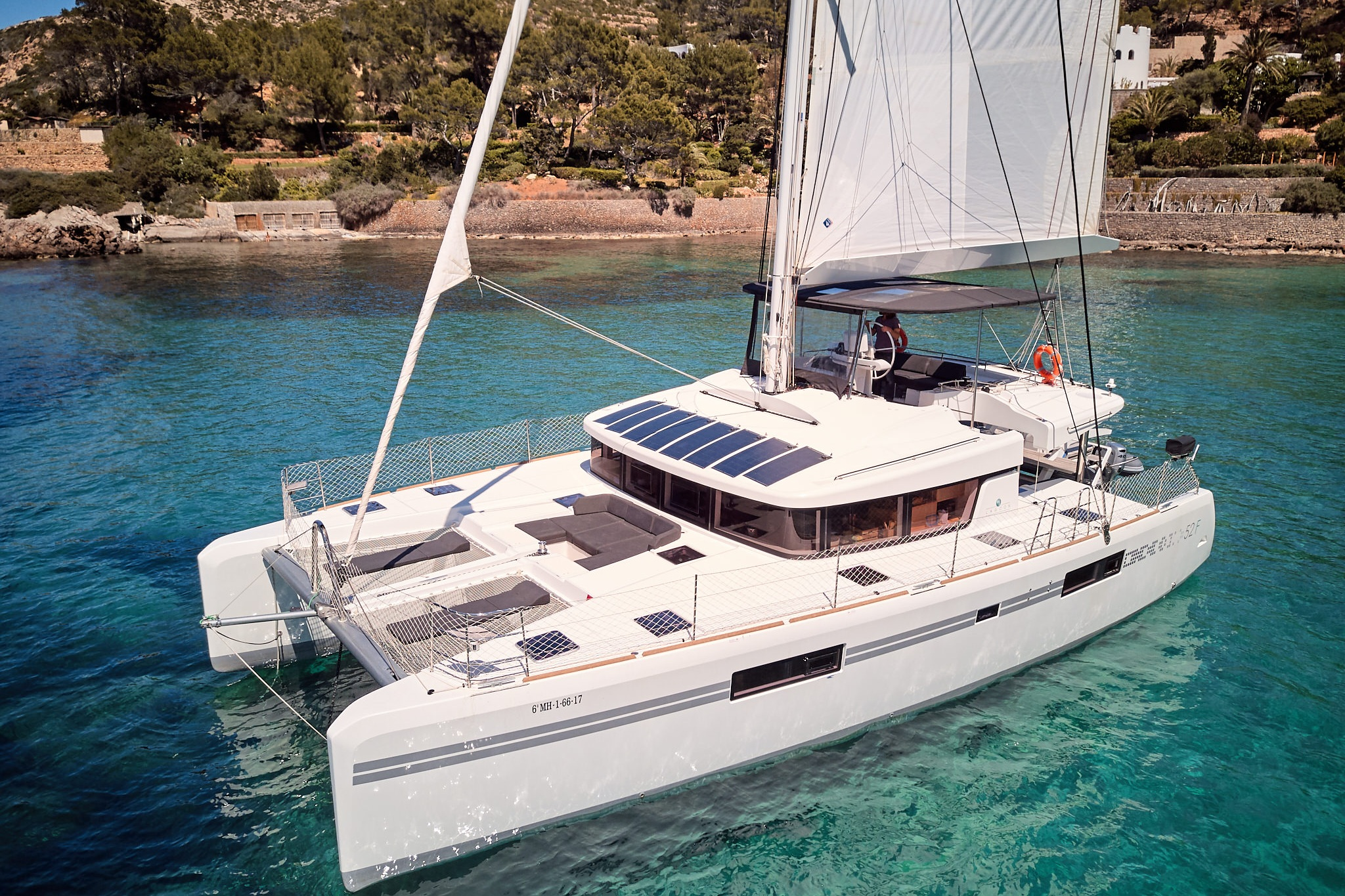 CATAMARAN LUXE 52 - Capacity: 12 | From €2275