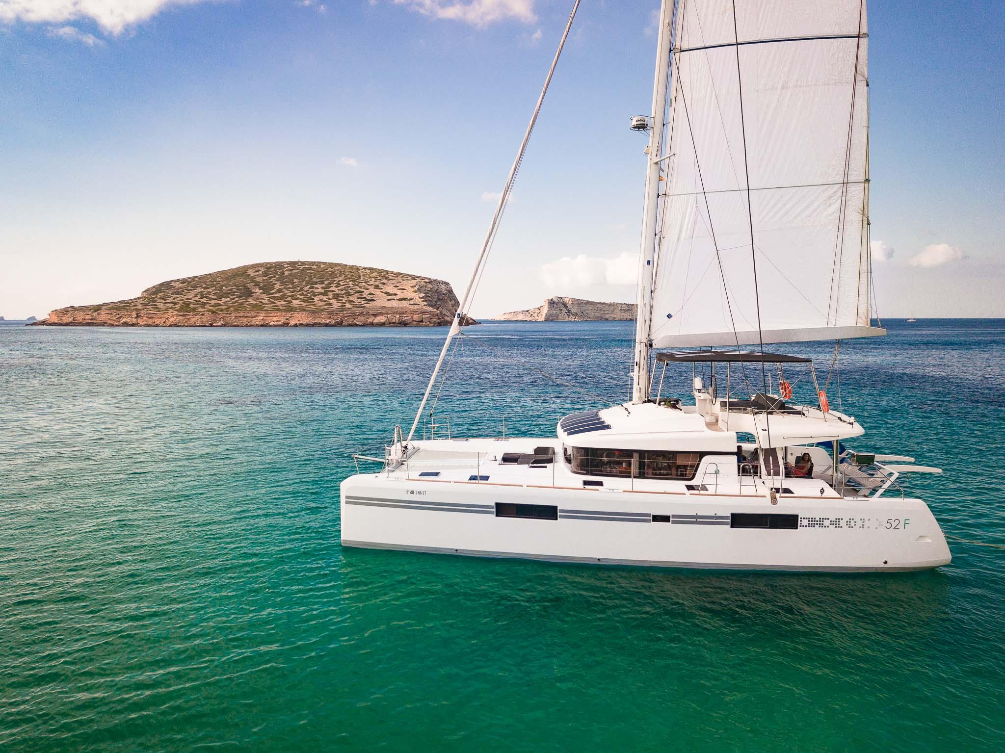 catamaran 52.jpg