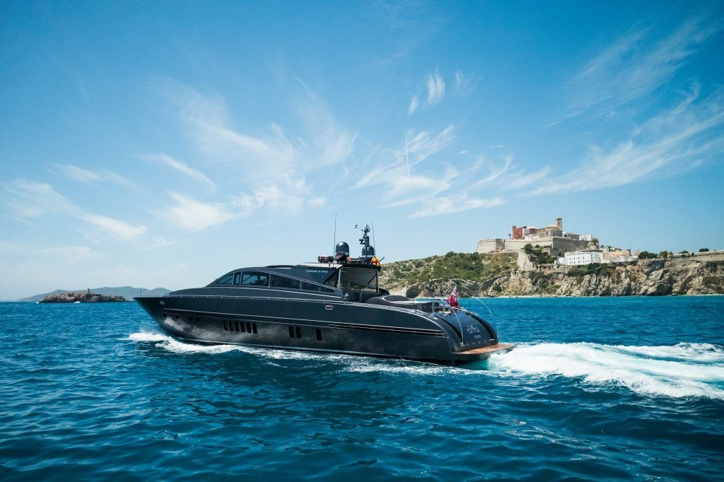 LEOPARD 90 - Capacity: 12 | From €5700