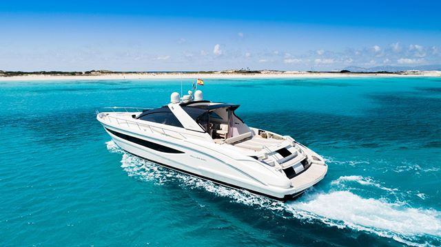 Grab 11 of your best friends and enjoy the perfect day out to Formentera on the beautifully crafted Riva 68!⠀ ⠀ #ibiza #eivissa #ibiza2019 #formentera #concierge #luxury #lifestyle #travel #experience #megayacht #riva #boatlife #boatsofibiza