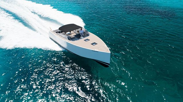 Simply stylish.⠀ ⠀ Make the Van Dutch 40 yours this summer and book your boat trip in Ibiza now!