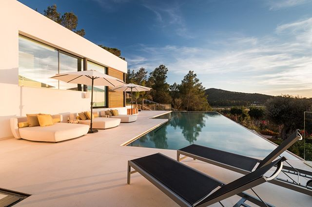 Complete your villa experience this summer with exclusive concierge services provided by Dynamic Ibiza. From private events to luxury yacht rental, we've got you covered.
