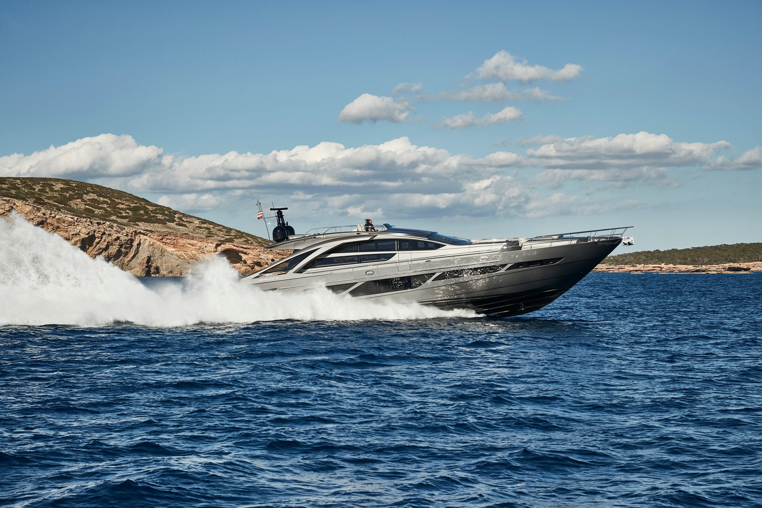 PERSHING 9X - Capacity: 12 | From €8500