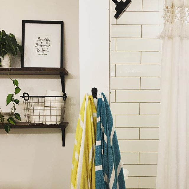 These #turkishtowels have been the perfect pop of color in our otherwise monochromatic bathroom. I love that they dry quickly (especially since we share hooks due to little wall space in here) and that we each have our own color!
