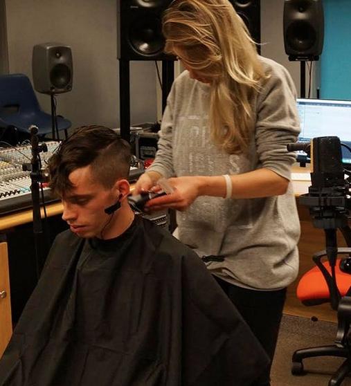 Polski Fryzjer (Studio Haircut)