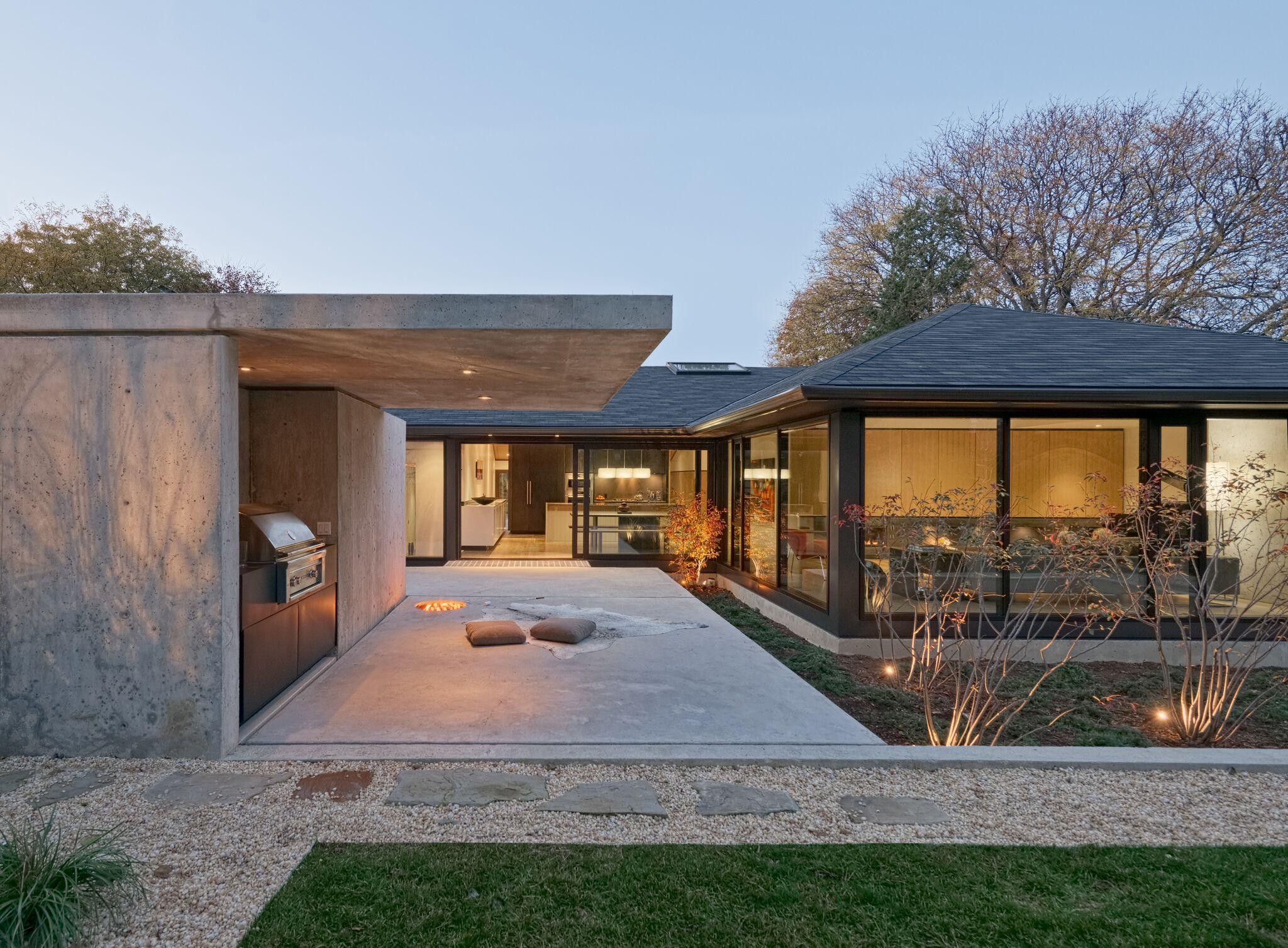 Abenbare House Exterior Backyard