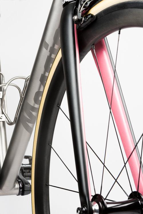 Mosaic-RT1-downtube-velocolour-giro-pink-fork.jpg