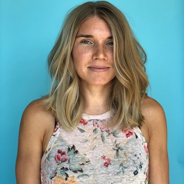 I had so much fun with this collaboration today. @carissa.obrien did her thing with the color, and I did mine with chopping off about 6+ inches. I always love seeing this beauty who drives in from west Texas to get her hairstory fix.