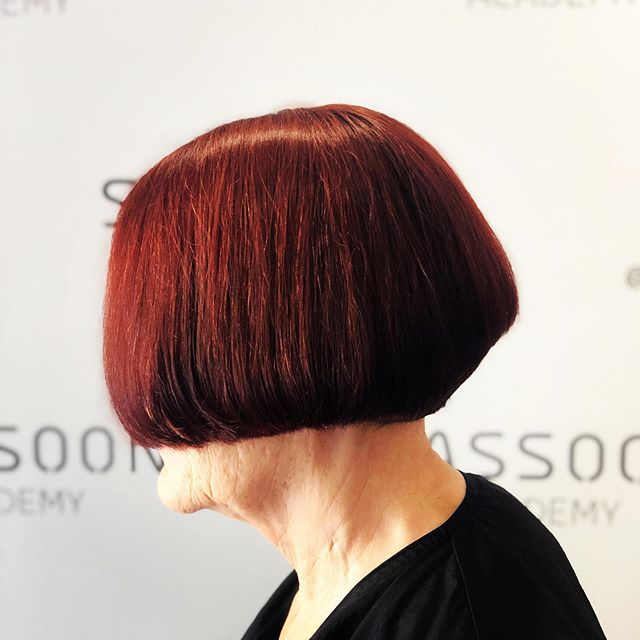 ABCs of Cutting Day 3 ⚡️ Triangular shape 🔺 Graduation with line technique ➖ . . . #thecolorpusher #dallashairstylist #dallascolorist #bobhaircut #precisioncutting #sassoon #graduatedbob #graduatedhaircut #redhead #redhair
