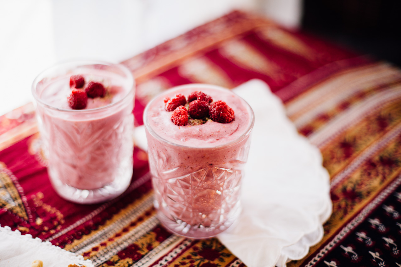 raspberry maca smoothie | vegan recipe via willfrolicforfood.com