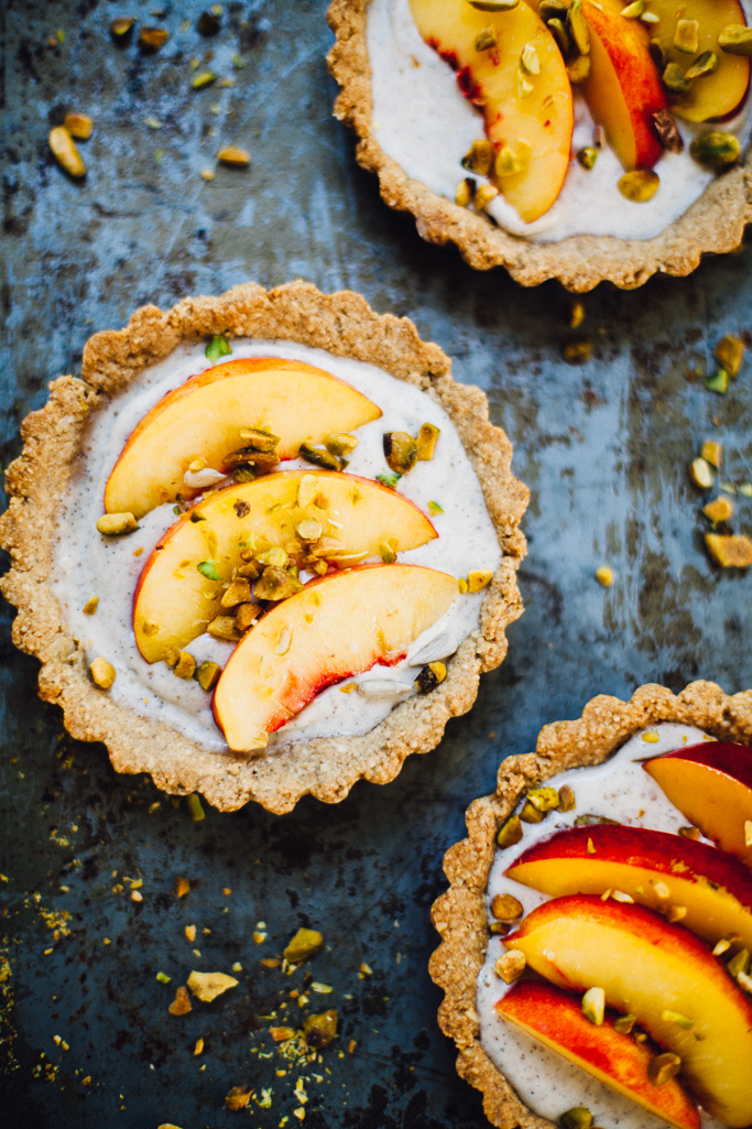 vegan nectarine pistachio yogurt tarts | plus a recipe for DIY probiotic coconut yogurt | recipe via willfrolicforfood,com