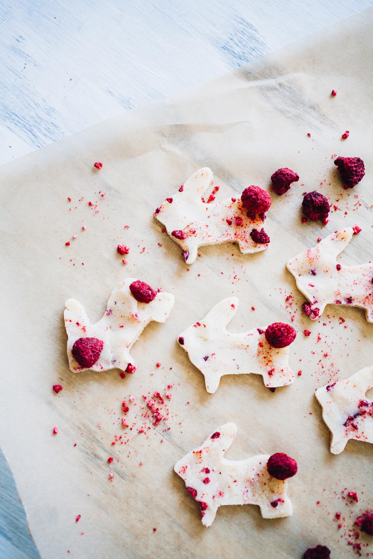DIY Vegan White Chocolate (only 4 ingredients!) | recipe via willfrolicforfood.com