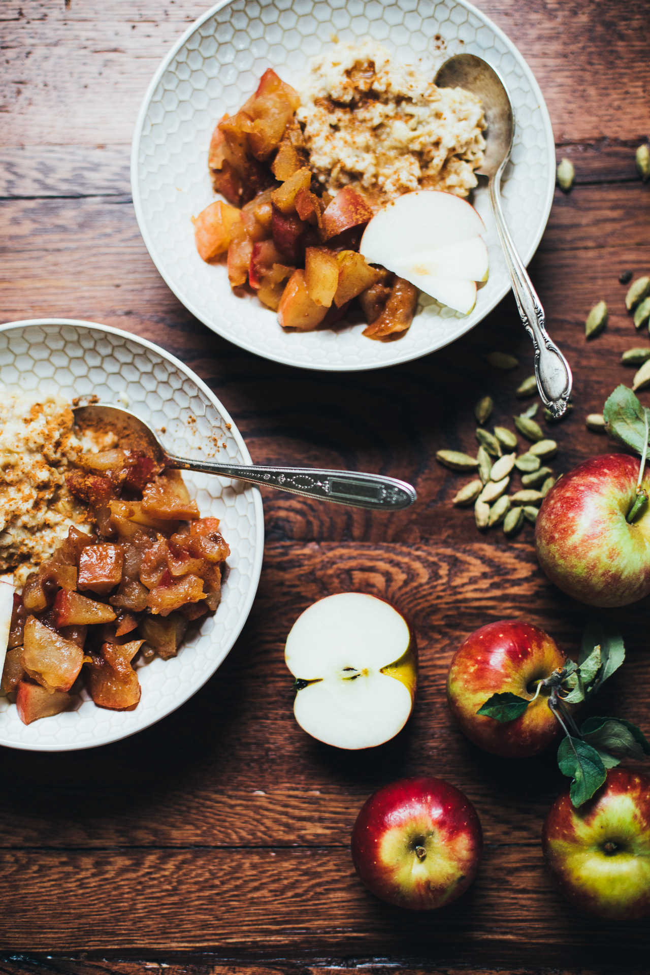 apple pie oatmeal | vegan and refined sugar free recipe via willfrolicforfood.com