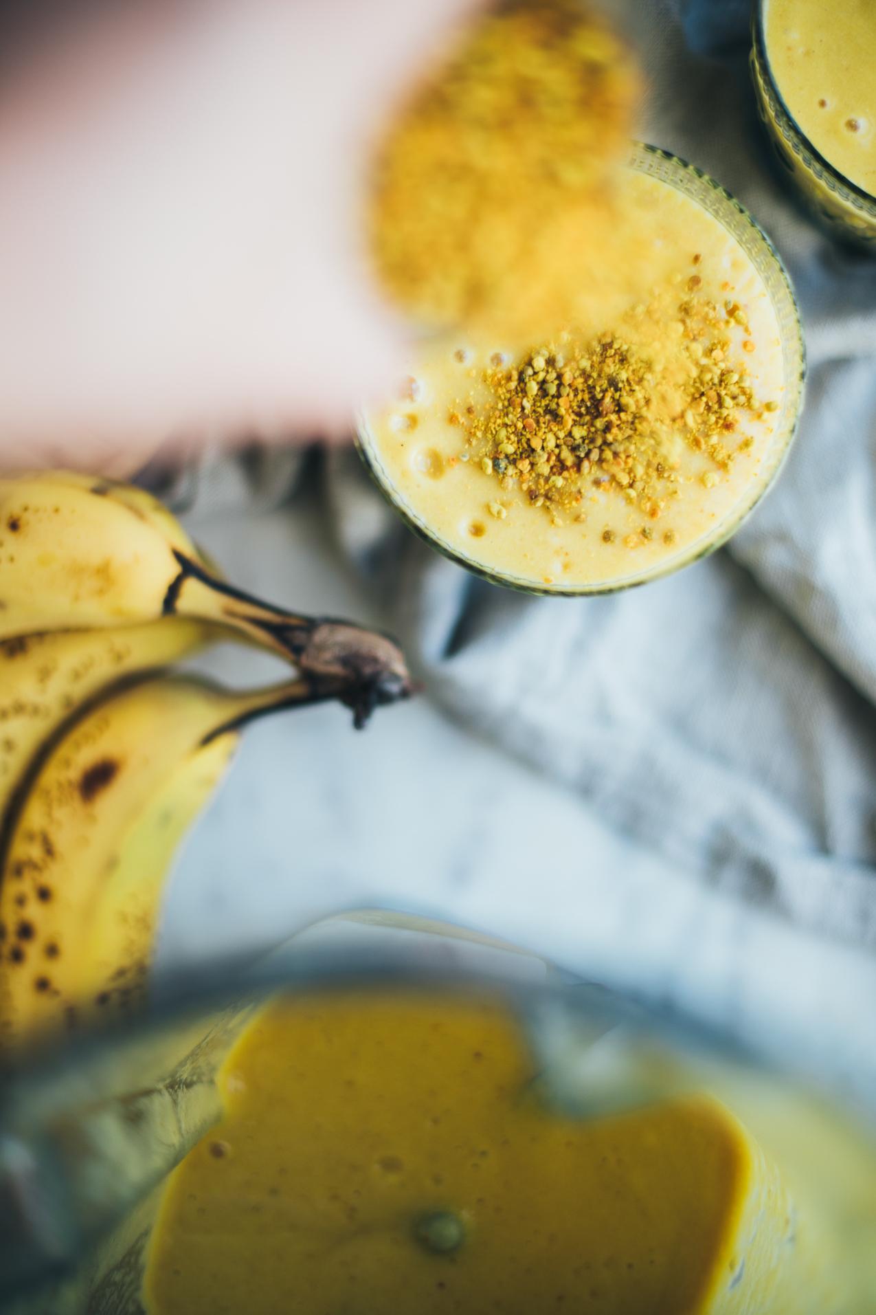 mango-turmeric-smoothie-bee-pollen-0263.jpg