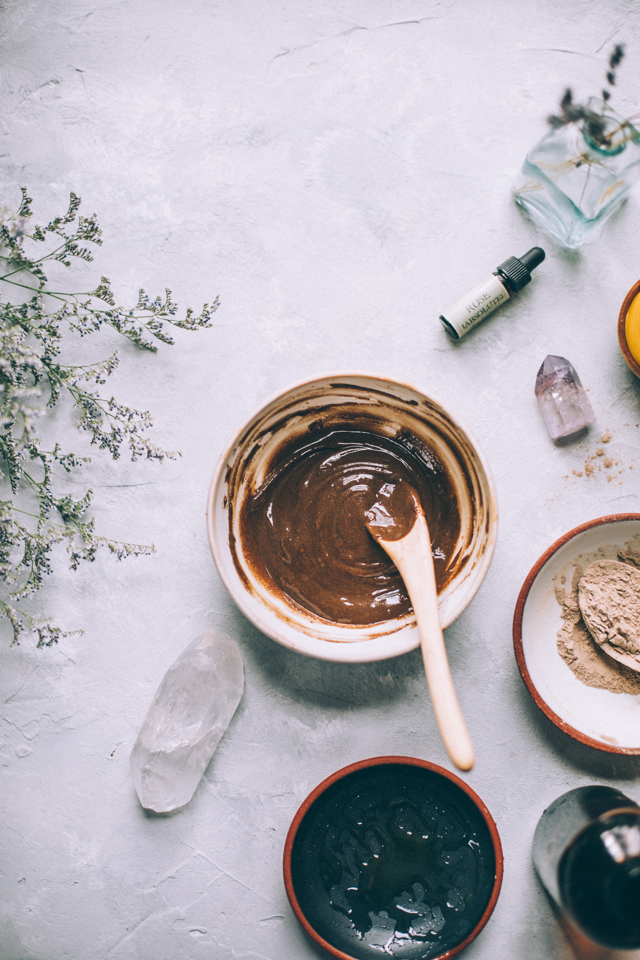 get gorgeous glowing skin with this 4 ingredient face wash made with raw HONEY! DIY Honey Mud