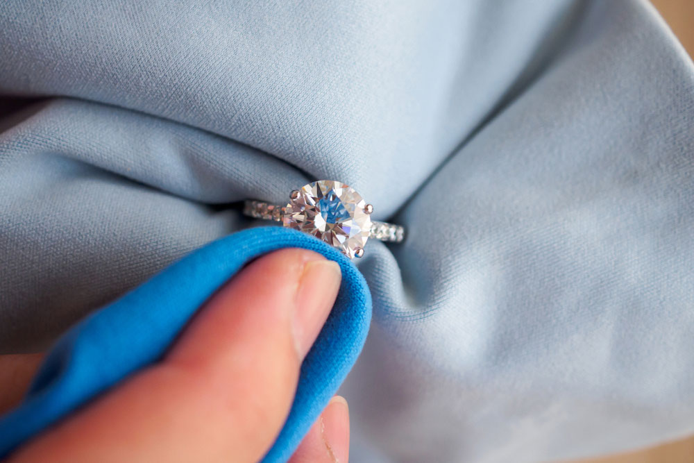 How_to_clean_diamond_ring_OPT.jpg
