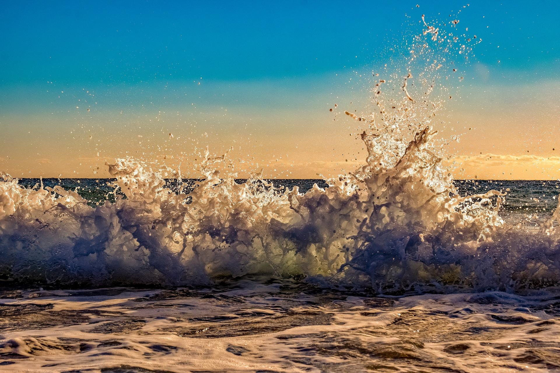 wave-3805146_1920.jpg